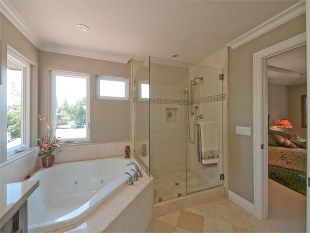 Master Bath (A) - 3106 David Ave