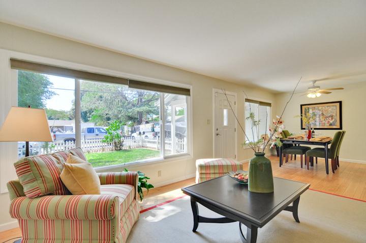 Living Room (C) - 300 Monroe Dr