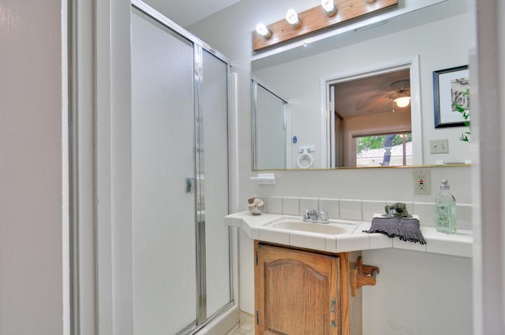 Master Bathroom (B) - 300 Monroe Dr