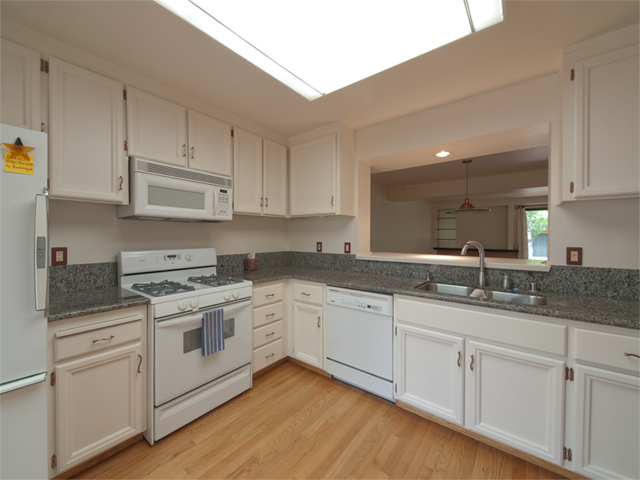Kitchen (B) - 125 Ortega Ave