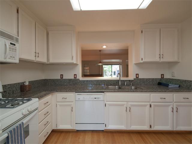 Kitchen (C) - 125 Ortega Ave