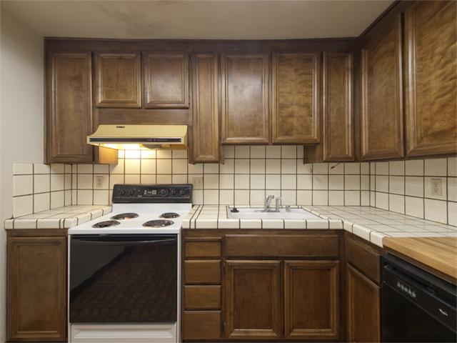 Kitchen (B) - 49 Showers Dr W302