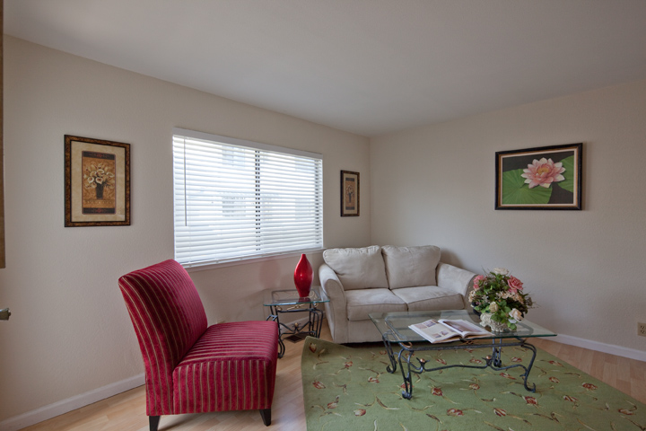 Family Room (A) - 10069 Craft Dr