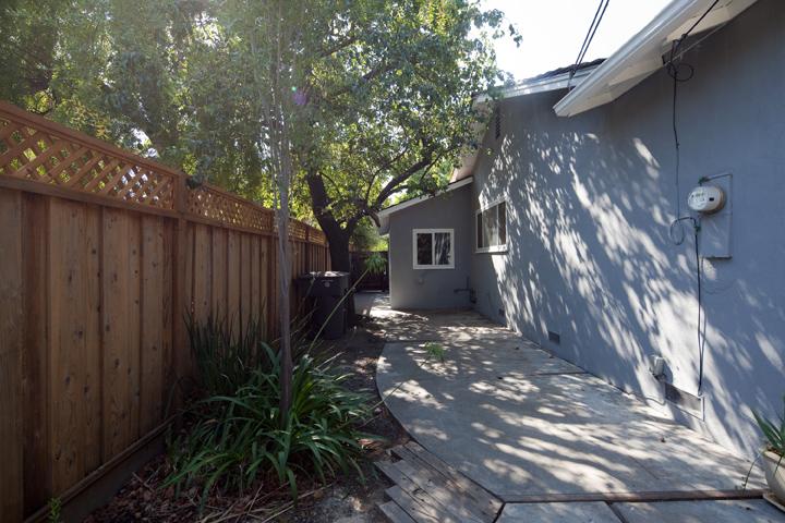Sideyard  - 1032 Cuesta Dr