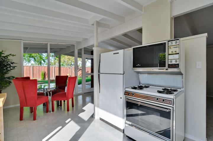 Kitchen (A) - 2428 Laura Ln