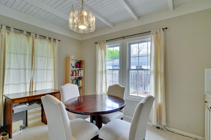 Cottage Dining Room Pic1