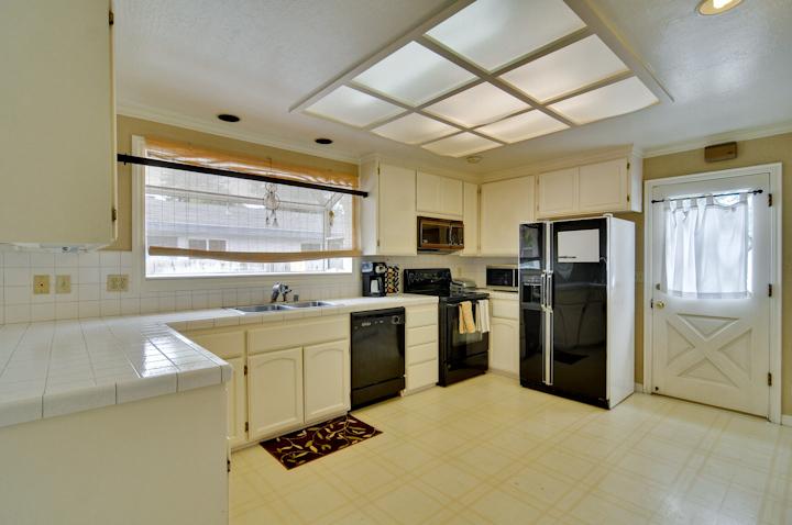 Cottage Kitchen Pic1