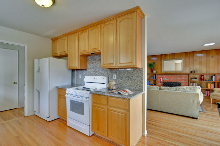 House Kitchen Pic1
