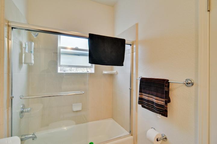 Bathroom 2 (C) - 4930 Paseo Tranquillo