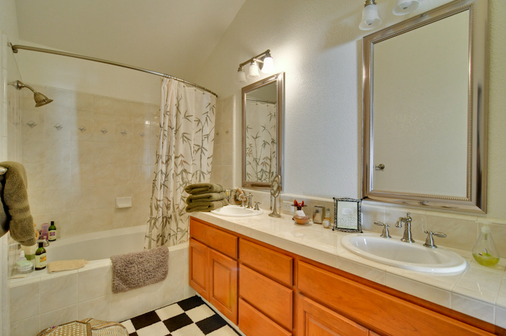 Master Bathroom (C)