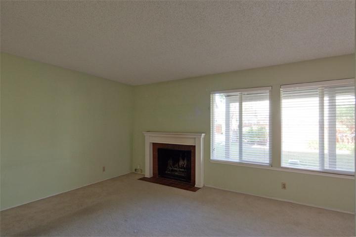 Living Room (B)