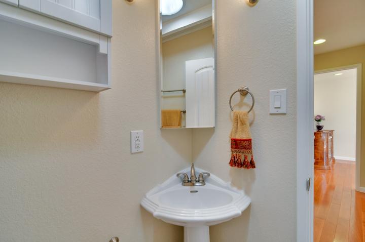 Bathroom (B) - 3084 Stelling Dr