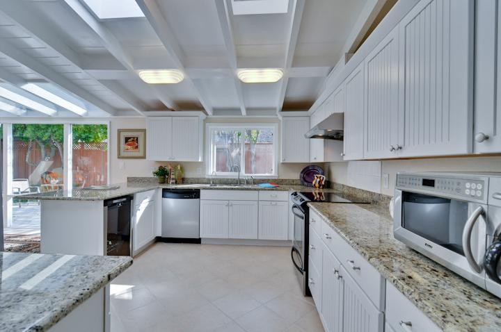 Kitchen (A) - 3084 Stelling Dr
