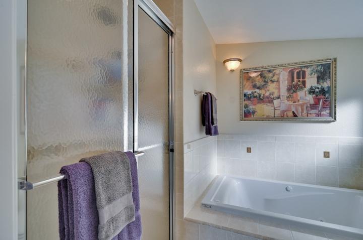 Master Bathroom (B) - 3084 Stelling Dr