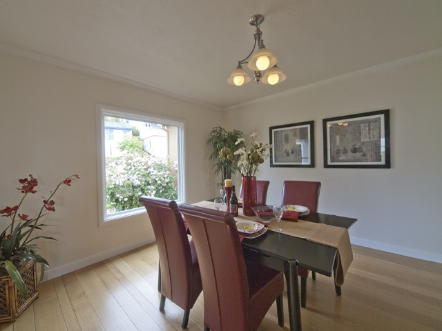 Dining Room (A) - 4023 Bayview Ave