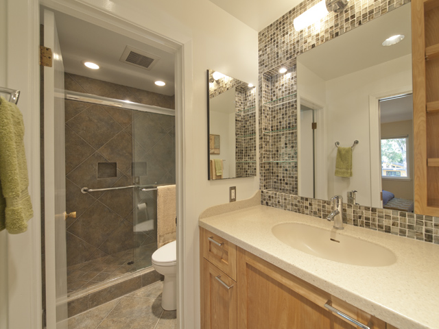 Master Bath (A) - 709 Charleston Ct