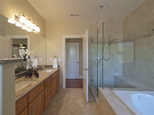 Master Bath (B) - 4198 Coulombe Dr