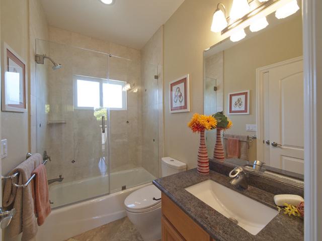 Upstairs Bath 1 (A)