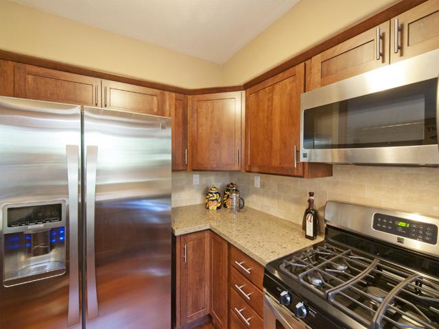 Kitchen (C) - 125 Gladys Ave