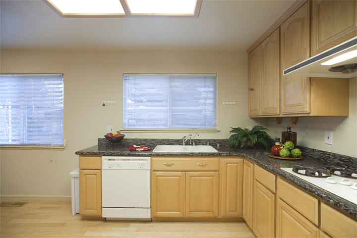 Kitchen (B) - 10577 Johansen Dr