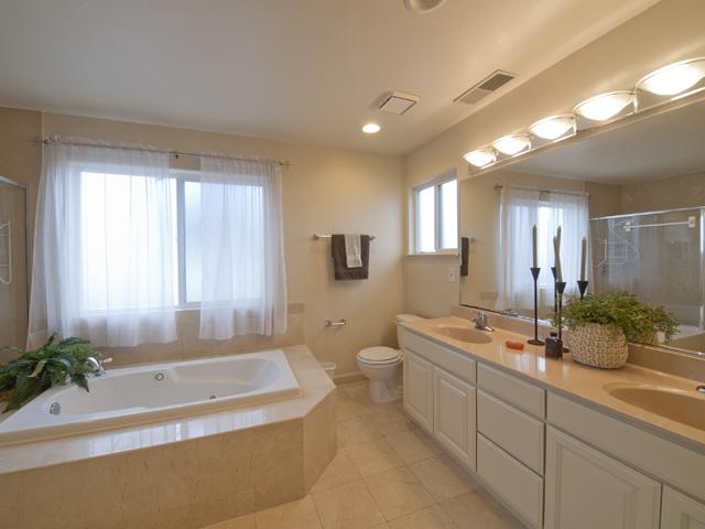 Master Bathroom (E)