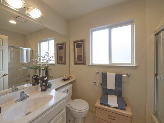 Upstairs Bath (C) - 10577 Johansen Dr