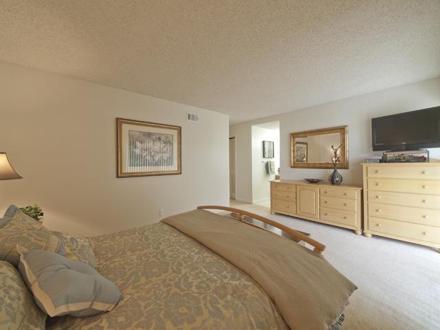 Master Bedroom (B) - 300 Mullet Ct