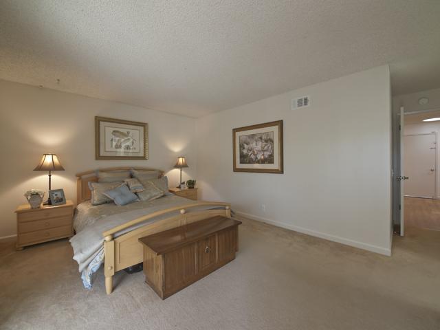 Master Bedroom (C) - 300 Mullet Ct