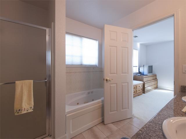 Master Bath (B) - 1135 Phyllis Ave