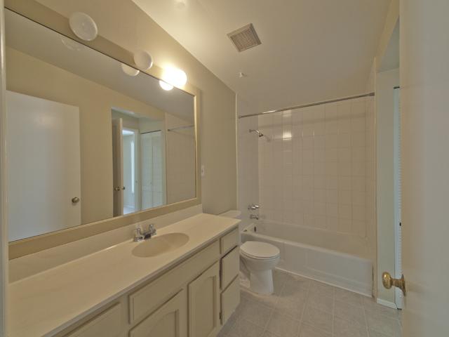Bathroom (A) - 1032 Ringwood Ave