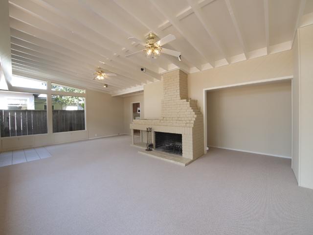 Living Room (C) - 1032 Ringwood Ave