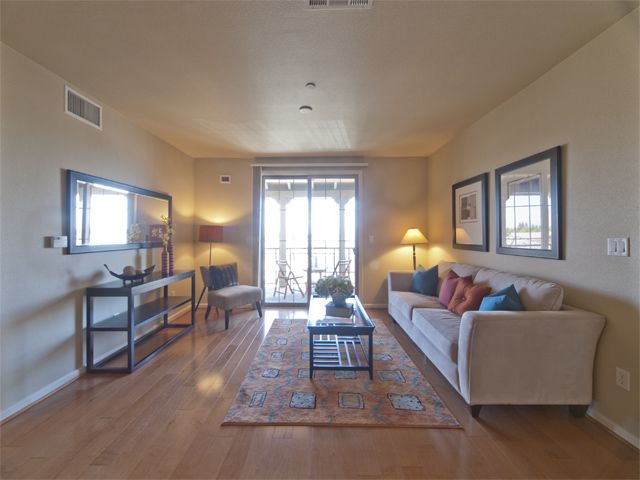 Living Room (A) - 20500 Town Center Ln 265