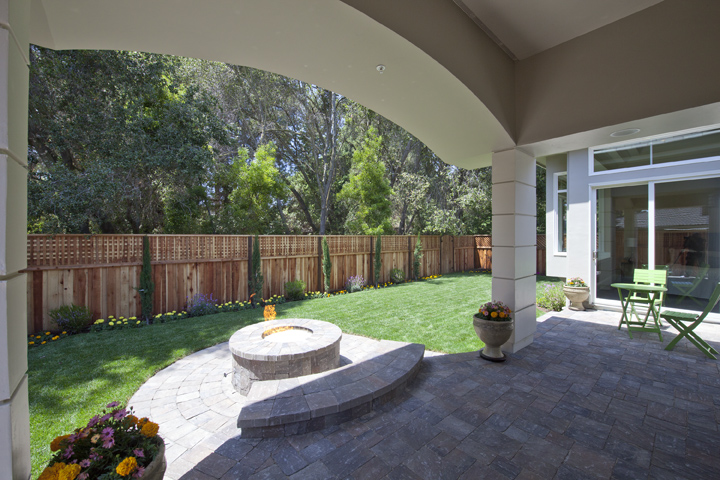 Covered Patio (A) - 886 Chimalus Dr