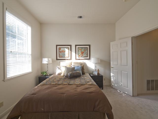 Downstairs Bedroom (C)