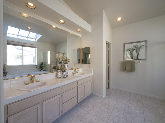 Master Bath (E) - 810 Corriente Point Dr