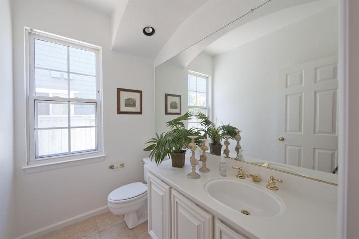 Downstairs Bath (A) - 10 Dockside Cir