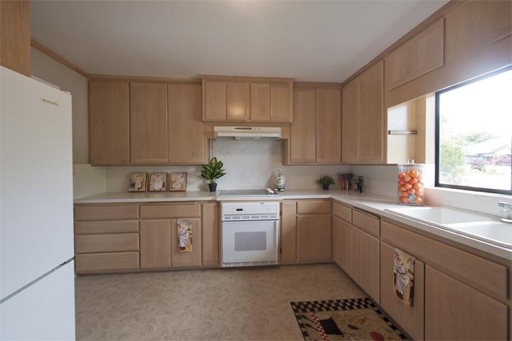 Kitchen (A) - 517 Los Ninos Way