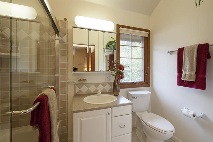 Bathroom 2 (A) - 90 Walnut Ave