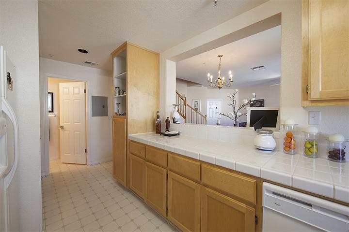 Kitchen (C) - 401 Baltic Cir 429