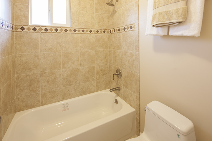 Bath (B) - 3985 Bibbits Dr