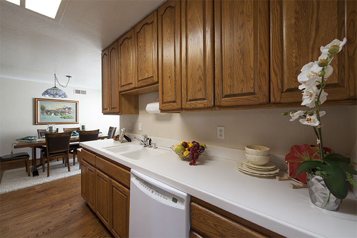 Kitchen (B) - 140 Daley Ct