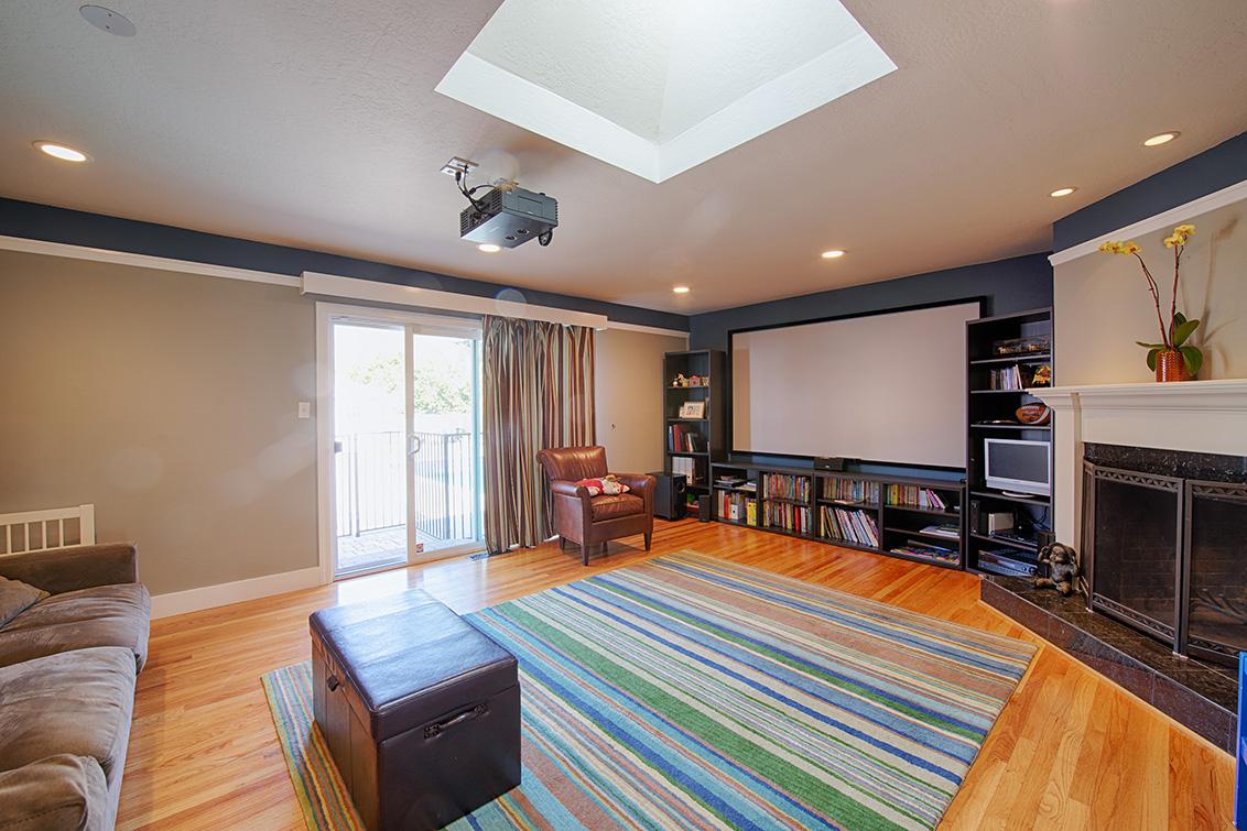 Living Room (A) - 1085 El Solyo Ave