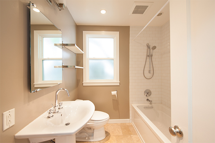 Bathroom (A) - 1169 Fay St