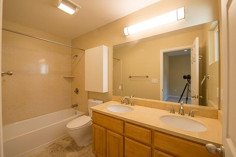 Master Bath (A) - 3776 La Donna Ave