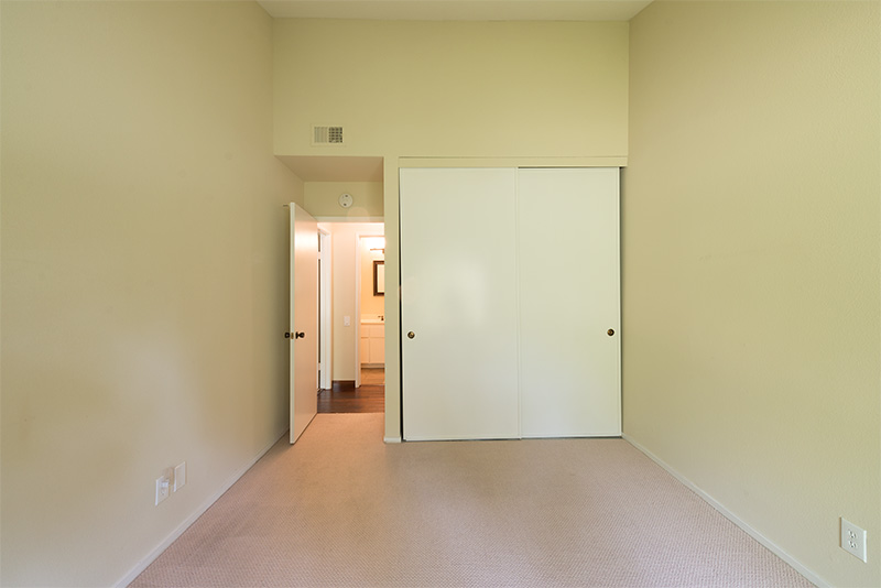 Bedroom 2 (B) - 3327 La Mesa Dr 12