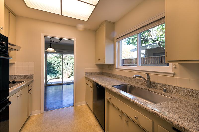 Kitchen (C) - 840 La Para Ave