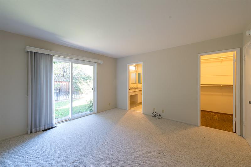 Master Bedroom (A) - 840 La Para Ave