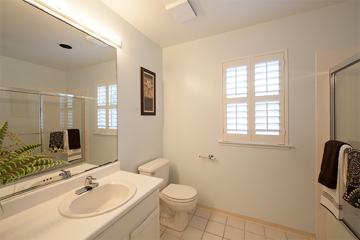 Bathroom 2 (A) - 405 Mendocino Way