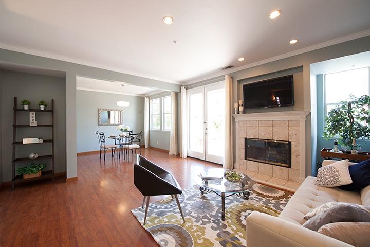 Living Room (B) - 405 Mendocino Way