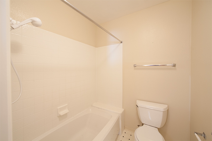 Bathroom 3 (B)